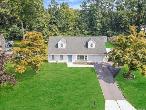 $429,999 - 4Br/3Ba -  for Sale in Coram