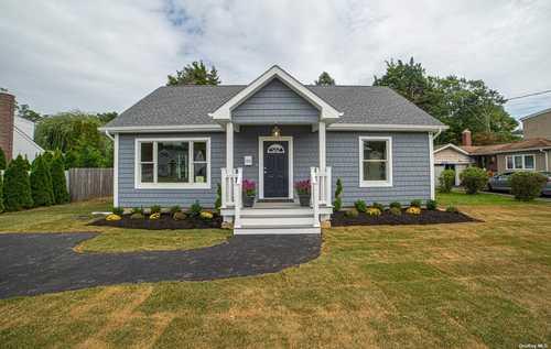 $625,000 - 7Br/3Ba -  for Sale in Bay Shore