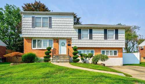 $749,999 - 4Br/3Ba -  for Sale in Hicksville