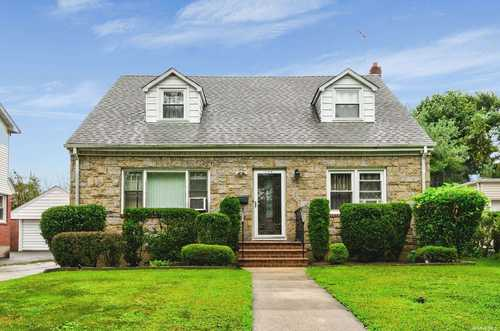 $769,999 - 5Br/2Ba -  for Sale in New Hyde Park