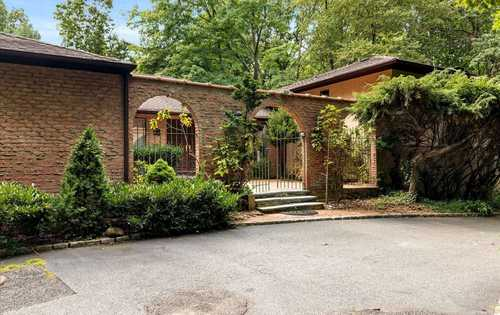 $1,299,000 - 5Br/4Ba -  for Sale in Muttontown