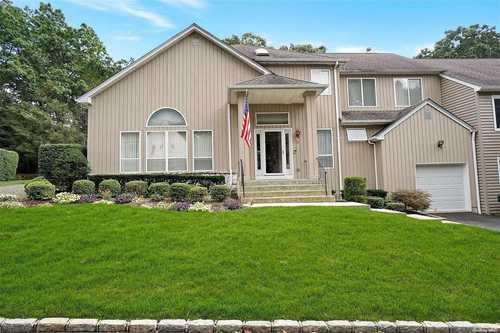 $519,000 - 3Br/3Ba -  for Sale in Regency, Smithtown