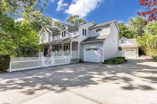$649,000 - 4Br/2Ba -  for Sale in Bayport