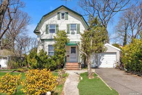 $998,000 - 4Br/2Ba -  for Sale in Baxter Estates, Port Washington