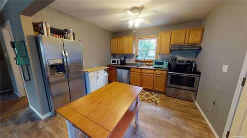 $350,000 - 3Br/2Ba -  for Sale in Shirley