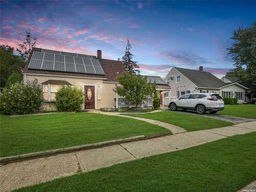 $479,000 - 4Br/1Ba -  for Sale in Levittown