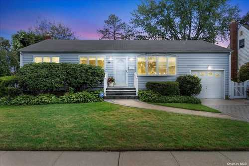 $569,000 - 3Br/2Ba -  for Sale in Farmingdale
