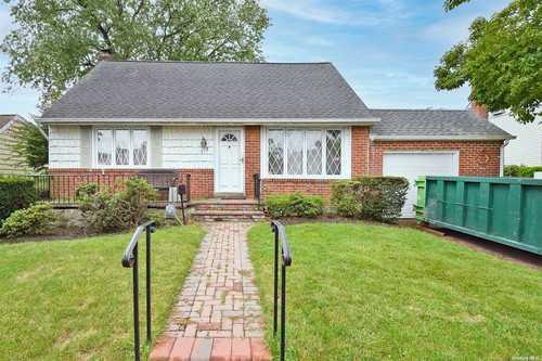 $499,999 - 4Br/2Ba -  for Sale in East Meadow