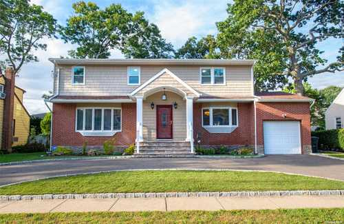 $759,000 - 5Br/3Ba -  for Sale in Merrick