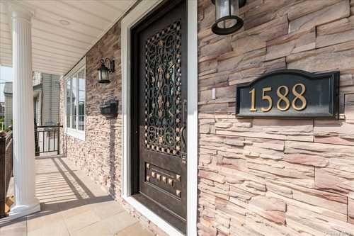 $999,999 - 5Br/4Ba -  for Sale in Elmont