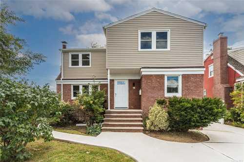 $799,000 - 5Br/3Ba -  for Sale in Merrick