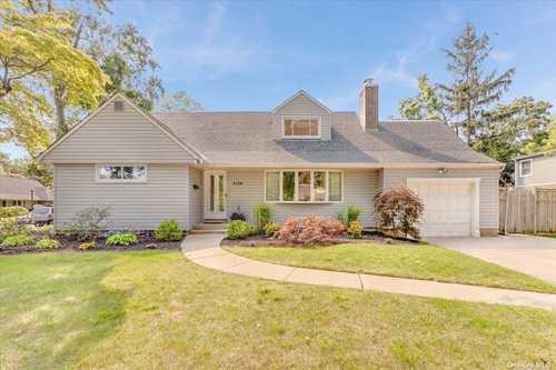 $799,000 - 5Br/2Ba -  for Sale in Merrick