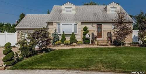 $739,000 - 4Br/3Ba -  for Sale in East Meadow