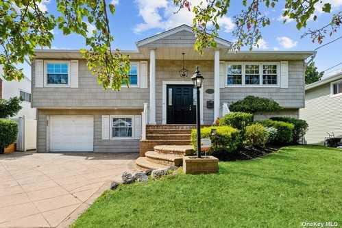 $749,000 - 4Br/3Ba -  for Sale in Merrick