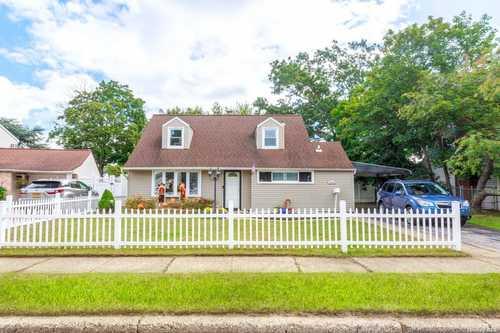 $650,000 - 4Br/1Ba -  for Sale in East Meadow