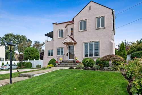 $764,000 - 4Br/3Ba -  for Sale in Merrick