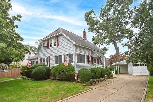 $539,999 - 3Br/2Ba -  for Sale in Seaford