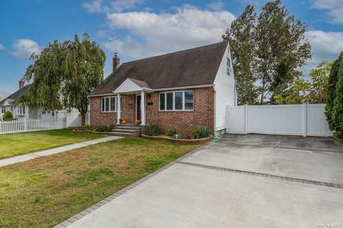 $575,000 - 4Br/2Ba -  for Sale in Seaford
