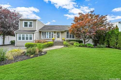 $625,000 - 3Br/2Ba -  for Sale in Seaford