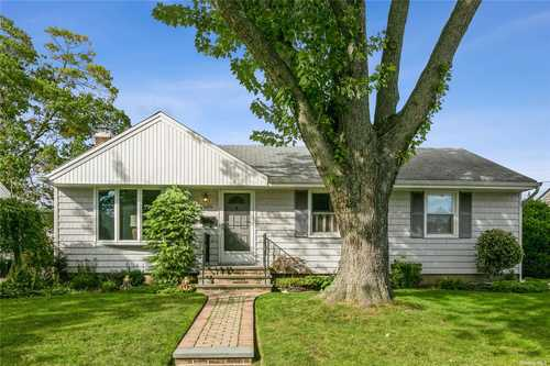 $499,000 - 3Br/2Ba -  for Sale in Seaford