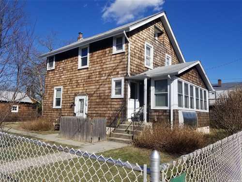 $539,000 - 4Br/2Ba -  for Sale in East Meadow