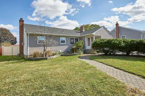 $529,000 - 3Br/1Ba -  for Sale in Seaford