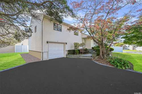 $748,888 - 3Br/3Ba -  for Sale in Syosset