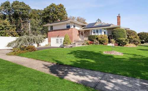 $949,000 - 3Br/3Ba -  for Sale in Syosset