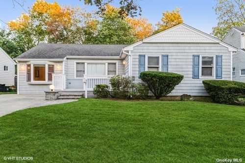 $549,999 - 3Br/2Ba -  for Sale in Wantagh