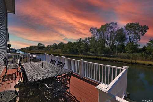 $699,999 - 4Br/3Ba -  for Sale in Seaford