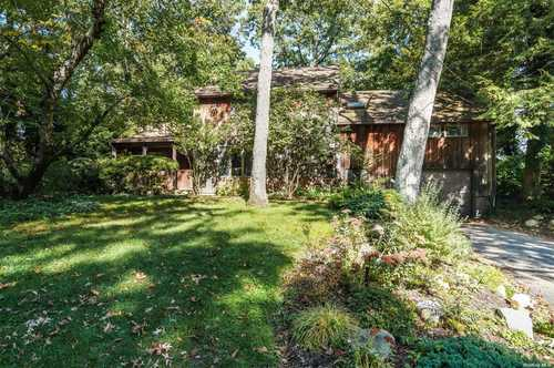 $599,000 - 4Br/3Ba -  for Sale in Melville