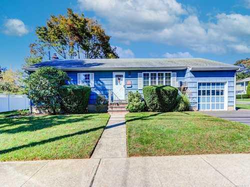 $469,000 - 3Br/2Ba -  for Sale in Lindenhurst