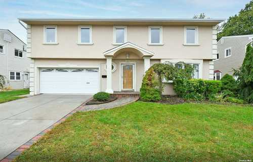 $799,000 - 4Br/3Ba -  for Sale in Valley Stream