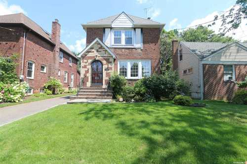 $699,000 - 3Br/2Ba -  for Sale in Lynbrook