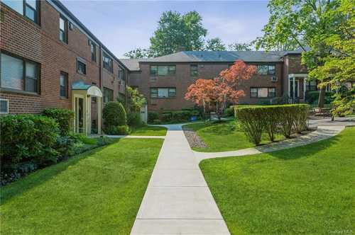 $295,000 - 2Br/1Ba -  for Sale in Beacon Hill Estate Coope, Greenburgh