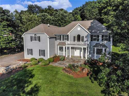 $977,000 - 4Br/3Ba -  for Sale in Somers