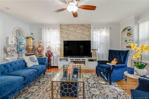 $639,995 - 4Br/2Ba -  for Sale in Seaford