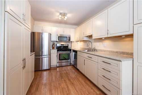 $689,000 - 3Br/3Ba -  for Sale in Harriman's Keep, Greenburgh