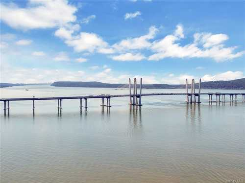 $1,500,000 - 3Br/5Ba -  for Sale in Edge On Hudson, Mount Pleasant