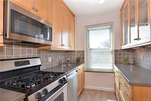$325,000 - 1Br/1Ba -  for Sale in Hampshire House, Yonkers