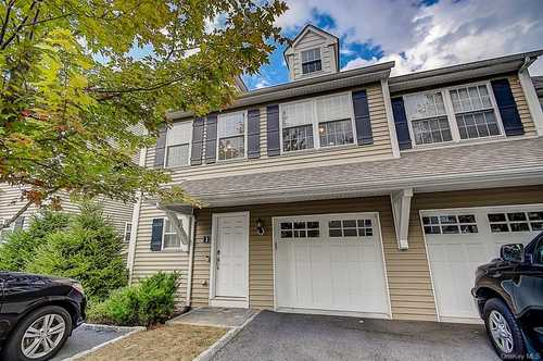 $529,000 - 2Br/4Ba -  for Sale in The Briar Commons, Ossining