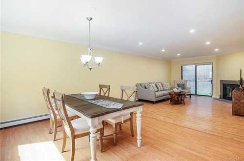 $449,500 - 2Br/2Ba -  for Sale in Live Oaks Condominium, White Plains