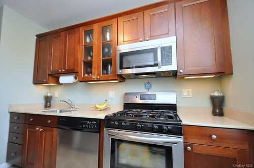 $225,000 - 1Br/1Ba -  for Sale in Garth Manor, Eastchester