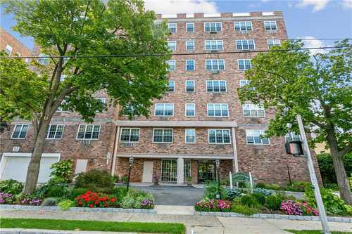 $399,000 - 2Br/2Ba -  for Sale in Cameo Manor, White Plains