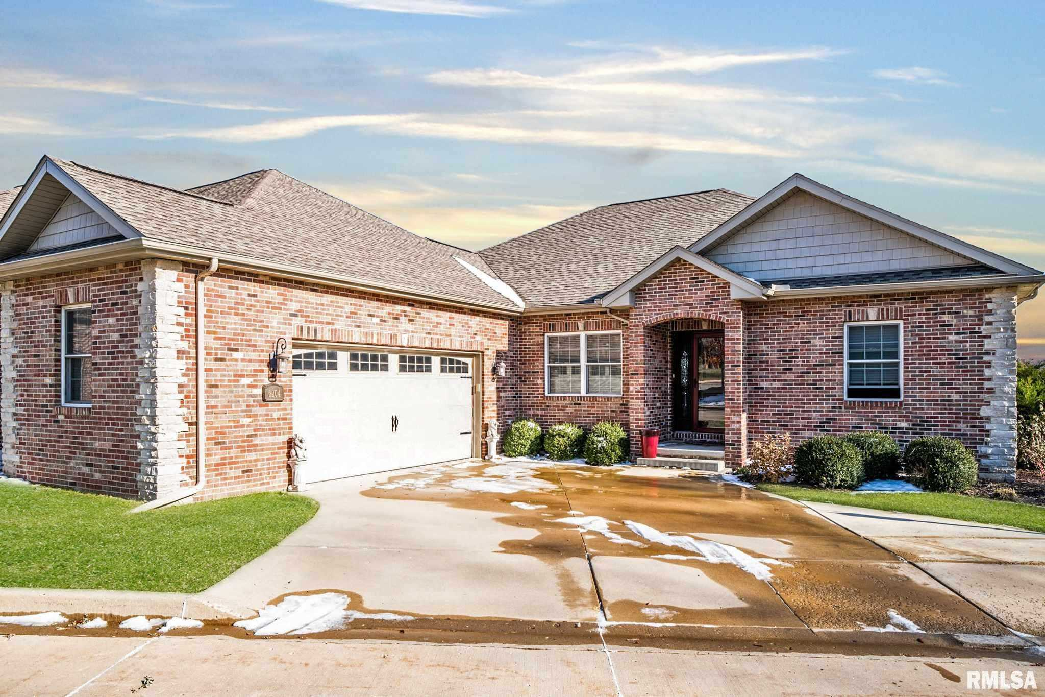 $325,000 - 3Br/2Ba -  for Sale in Villas At Mandalay Woods, Peoria