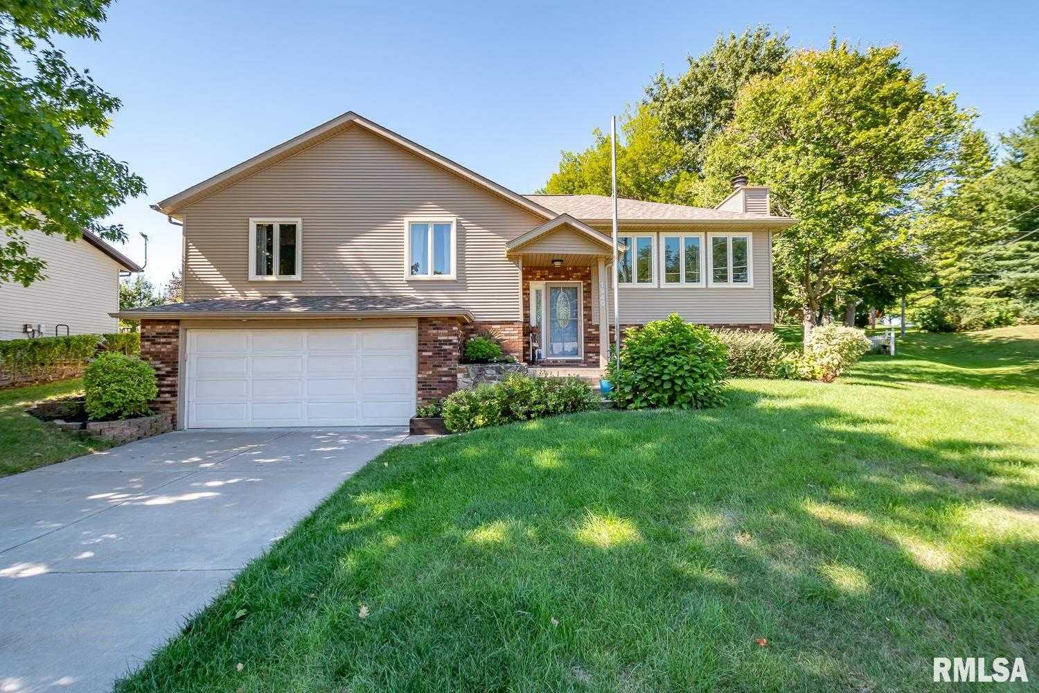 $320,000 - 4Br/3Ba -  for Sale in Halcyon Hills, Bettendorf