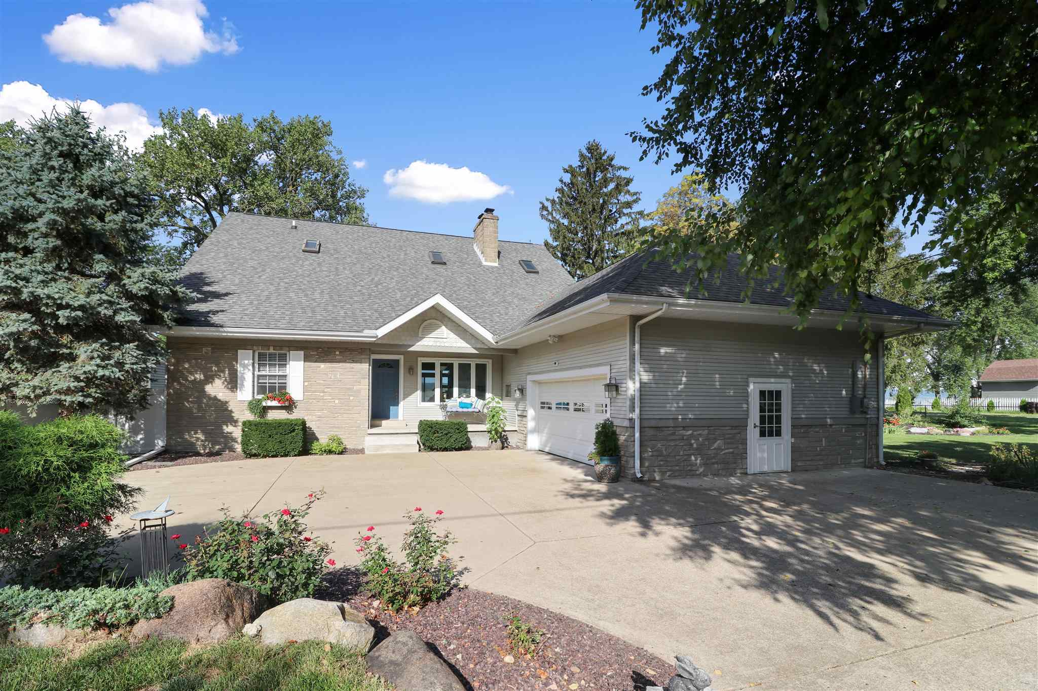$550,000 - 4Br/4Ba -  for Sale in Spring Beach, East Peoria