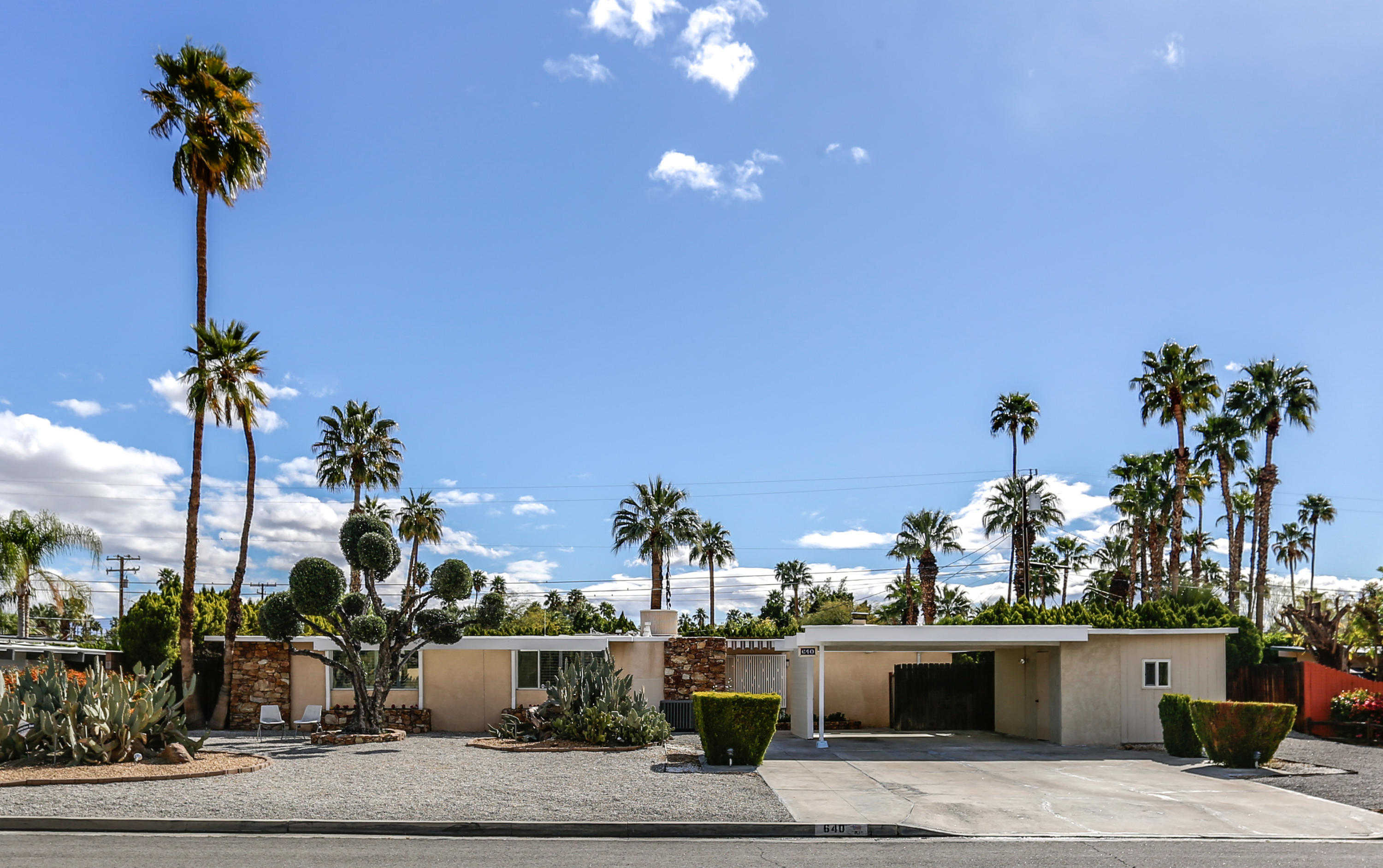 $675,000 - 3Br/2Ba -  for Sale in Little Beverly Hills, Palm Springs