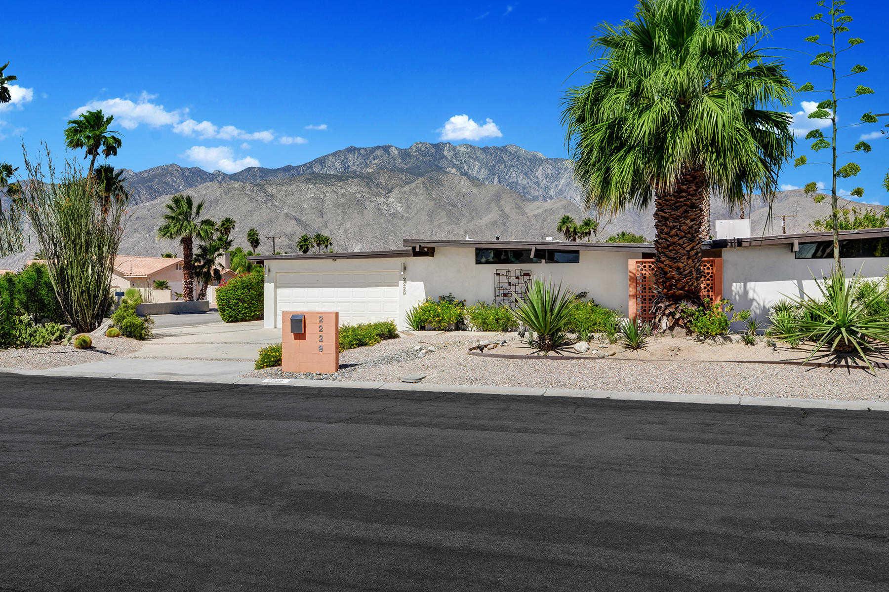 $650,000 - 3Br/2Ba -  for Sale in Desert Park Estates, Palm Springs