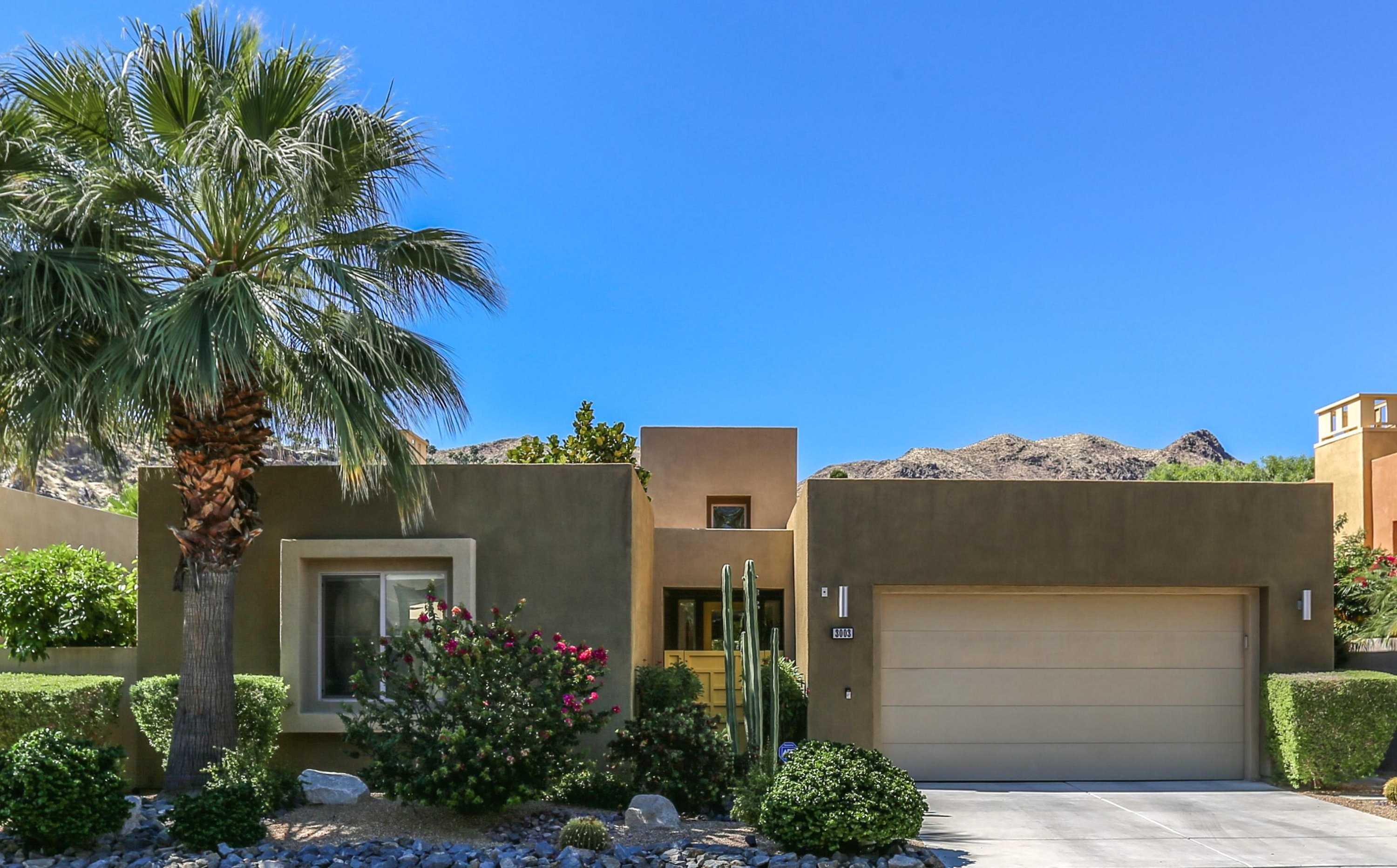 $900,000 - 2Br/3Ba -  for Sale in Luminaire, Palm Springs